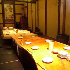 最大26名様までの掘りごたつ個室は、宴会などにオススメです。落ち着いた雰囲気で周りを気にせずゆったりと料理とドリンクをご堪能下さい。