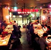 最大45人利用できるオープンスペース。お店の雰囲気が一番分かるお席です。お店の元気な雰囲気がお客様の食卓を更に演出します!!