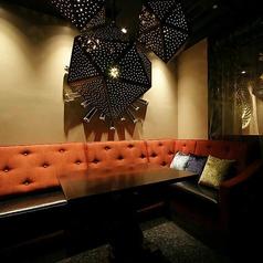 L字型のソファ席。デートにおすすめ。