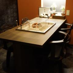 2Fのゆったりとした囲炉裏のあるオトナの上質空間は雰囲気◎のテーブル席