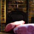 神戸ビーフ生産者で世界にも有名な中西牧場。そのグループの神戸ビーフを指定させていただき、常に安定的かつエレガントな商品を納品しております。炉釜に合う肉質、脂の量など細かな配慮を施し、状態のよいステーキをお客様にご提供させていただきます。