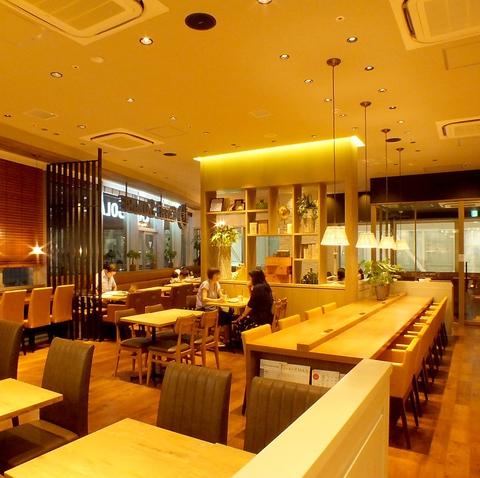 プロントプロデュースのくつろぎカフェ。おしゃべりに、ひとりの時間にピッタリの空間