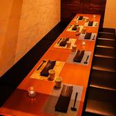 少人数でのご宴会や飲み会、接待などに最適な完全個室はプライベート感溢れる上質な和空間です。落ち着きあるひと時をお過ごし頂ける大人の個室空間。テーブル/喫煙可!博多駅目の前♪全席完全個室の高級感ある和の完全個室で歓送迎会/女子会/ご宴会♪
