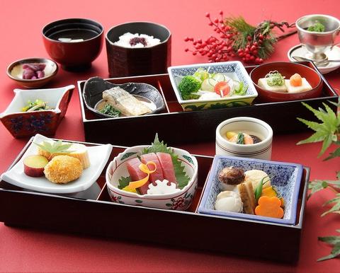 お仕事帰りやお休みの日に、家族や友達同士で、様々な会食に利用頂ける和食処。