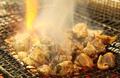 料理メニュー写真地鶏もも炭火焼・せせり炭火焼