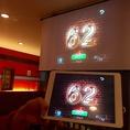 ビンゴゲームはアプリで。中央のスクリーンに表示されます。ビンゴカードもご用意しております。