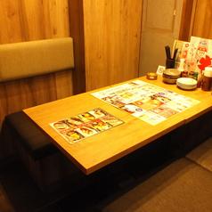 落ち着いた空間でお食事♪4名様テーブル席♪仲の良い仲間とどうぞ。※写真は系列店