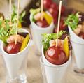 料理メニュー写真ぴり辛トマトとえびのピンチョス