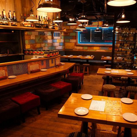 お洒落なアンティークで満たされた店内はアソビゴココくすぐる特別な空間♪店内はテーブル席メインで席≪パーティ/デート/女子会/誕生日など