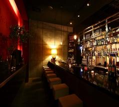 【BAR】本格Barで貴方だけの一杯を♪1F、2Fそれぞれに本格イタリアンBARカウンターを完備。金山駅前ならではの、ふらっと一杯飲みにもお使い頂けます。ワイン、シャンパンをはじめ、アルコール類は豊富に取り揃えております。