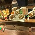 カウンターには今日おすすめのお惣菜がずらりと並びます