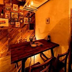 木目を基調とした店内で、お洒落なポスターや壁紙がお客様をお出迎えします。八王子での宴会,飲み会なら是非当店で!お得な飲み放題付バルプランも多数ご用意。八王子ランチ 大衆イタリアン