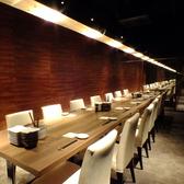 8~18名様用のテーブル席個室。扉付きの完全個室なので、周りのお客様を気にすることなくご宴会をお楽しみいただけます。接待や顔合わせなどの大事なシーンに最適。宴会コース多数ご用意しておりますので、お気軽にご相談くださいませ。