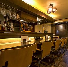 おひとり様も大歓迎。創作料理と自慢の日本ワインで非日常的な空間を。