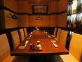 奥のお席はテーブル席8名掛け×1、20名掛け×1