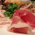 料理メニュー写真サンダニエーレ産生ハム と エゾ鹿生ハムの盛り合わせ