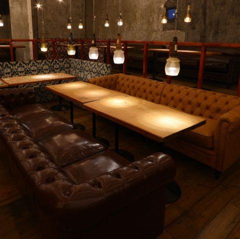 【合コンや誕生日会などにも最適】10名様程度までご利用いただける大型のソファー席をご用意しており、まとまった人数でのご宴会や合コン、誕生日会などにも最適です。