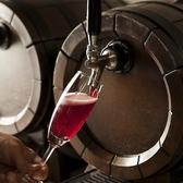 ボルドーワインは、フランスのボルドー地方を中心として生産されているワインです。世界的に有名な地域で数多くのブランドワインを生産しています。ボルドーワインの特徴は、赤ワインが多く、またいくつかのブドウの品種をブレンドしたものが多い点です。 ボルドーワインは日本でも多くの場所で販売されております。