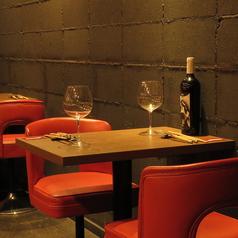 お友達同士・デート等で利用するならこのお席♪シックな店内で素敵な時間を是非お過ごしください♪