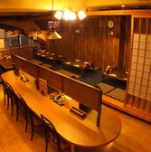 【テーブル】仕切りがあるテーブルはランチタイムお一人で来たサラリーマンやOLさんも周りを気にせずお楽しみ頂けます!大人気日替わり定食は700円!お店の前のメニューを見てね★飲み放題 居酒屋 ランチ 鍋 宴会