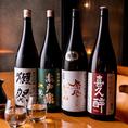 お詳しい方にもご納得いただける日本酒を、常時15種類ほどご用意しております。普段あまり日本酒を嗜まないというお客様にも美味しさを知っていただきたく、銘柄や造り問わず、日本酒全てを5勺(半合)同一価格380円(税抜)にてご提供しております。中には、他ではなかなかこの価格で味わえない一杯もございます。