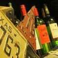 ロックミートは厳選ワインもご用意★さらにスタッフ自らDIYしたワインボトルがありますので気付いたら褒めてあげてください。