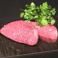料理メニュー写真極上赤身ステーキ (100g)
