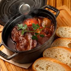 牛タンと根野菜のストーブ煮込み バケット添え
