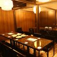 ブラウンを基調にした落ち着いた雰囲気の個室を完備。個室の仕切りは取り外しが可能なため、16名様の個室利用もOK!接待のご利用にもおすすめの空間です。