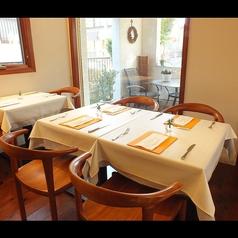 4名様用のテーブル席もございます。テーブル席は全24席です。