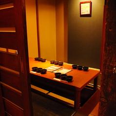 個室は全席掘りごたつ式座敷になります。