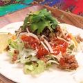 料理メニュー写真ひき肉とサルサソースのタコス