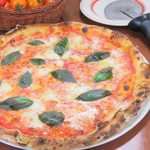 ピザ釜で焼くピザは絶品♪女性に人気のイタリアン!!女子会から宴会までOK♪