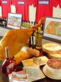 料理メニュー写真欧州空輸の生ハム&チーズの盛合わせ