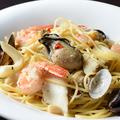 料理メニュー写真牡蠣と魚介たっぷりのペスカトーレ(ロッソorビアンコ)