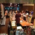 1Fレストラン会場:ワンフロアで一体感あるパーティを。スクリーン・音響などパーティのプロが幹事様をお手伝いいたします。