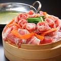 料理メニュー写真彩り野菜と国産豚の蒸籠(セイロ)蒸し