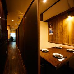 プライベートを確保したボックス席をご用意しております。広々としたお席なのでゆっくりお食事をお愉しみいただけます。