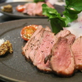 料理メニュー写真フランス産鴨胸肉のロースト、ブラッドオレンジのソース