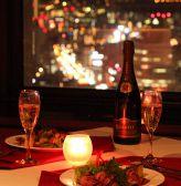 記念日づかいにピッタリな窓際席☆記念日には乾杯スパークリングワインが付いてゆったりお席をお使いいただける記念日コースがおすすめです!おしゃれな店内で大切な人とお祝いしてください♪【梅田/イタリアン/フレンチ/居酒屋/夜景/宴会/個室/大人数/女子会/記念日/誕生日/デート】