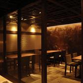 2名~6名用の使い勝手のいいテーブル席です。京橋駅から徒歩1分と好アクセスの当店は、お仕事帰りやデート、お買い物帰りなどにお立ち寄りいただくのにもとても便利。旬の食材を使ったお料理や豊富なドリンクメニューで至福のひとときをお過ごし下さい。