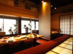 【2階】窓側で外を見ながら飲み会できます。プライベートからオフィシャルな宴会までOK