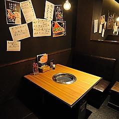 個室風のおこもり感たっぷりのテーブル席。仕切りで区切られているから周りが気にならない!デートやゆっくりお食事を楽しみたい方に最適のBOX席。お食事や会話を楽しんで頂ける空間をご用意しております。【栄 焼肉 たいが/デート/合コン/記念日/誕生日/宴会/飲み会/女子会/接待】