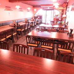 6名様用テーブル席。その他4名様、8名様等「人数に合わせてお席のレイアウトが可能です!