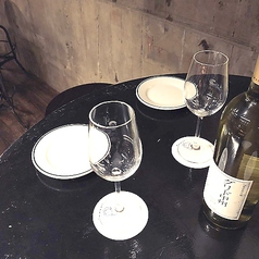 ハイテーブルの2名席は雰囲気◎デートや2件目利用にオススメです♪