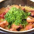 自社契約ほ場からの減農薬特別栽培米(宮城県登米市産ひとめぼれ)を使用して作る絶品土鍋ご飯。ご注文をいただいてから炊き上げるので、艶々の炊きたてご飯の甘み・食感は最高です。その他にも月替わりの土鍋ご飯もございます。〆に是非、土鍋ご飯をご堪能下さい。