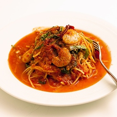 料理メニュー写真海老とロメインレタスのスパゲティアラビアータ