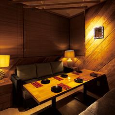 ふかふかソファと暖かい照明が特徴のリゾートラウンジイメージしたお席です♪6名様用を1席ご用意しています。