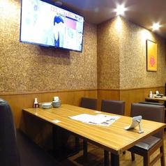 6名様テーブル席♪TVモニター完備!!少人数飲み会にもおすすめのお席です。