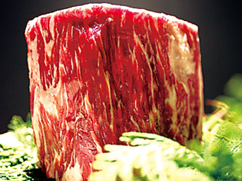"""sasayaの看板は豪州産大麦牛800g通称""""チョモランマ""""!肉の旨味・滋味を思う存分堪能"""